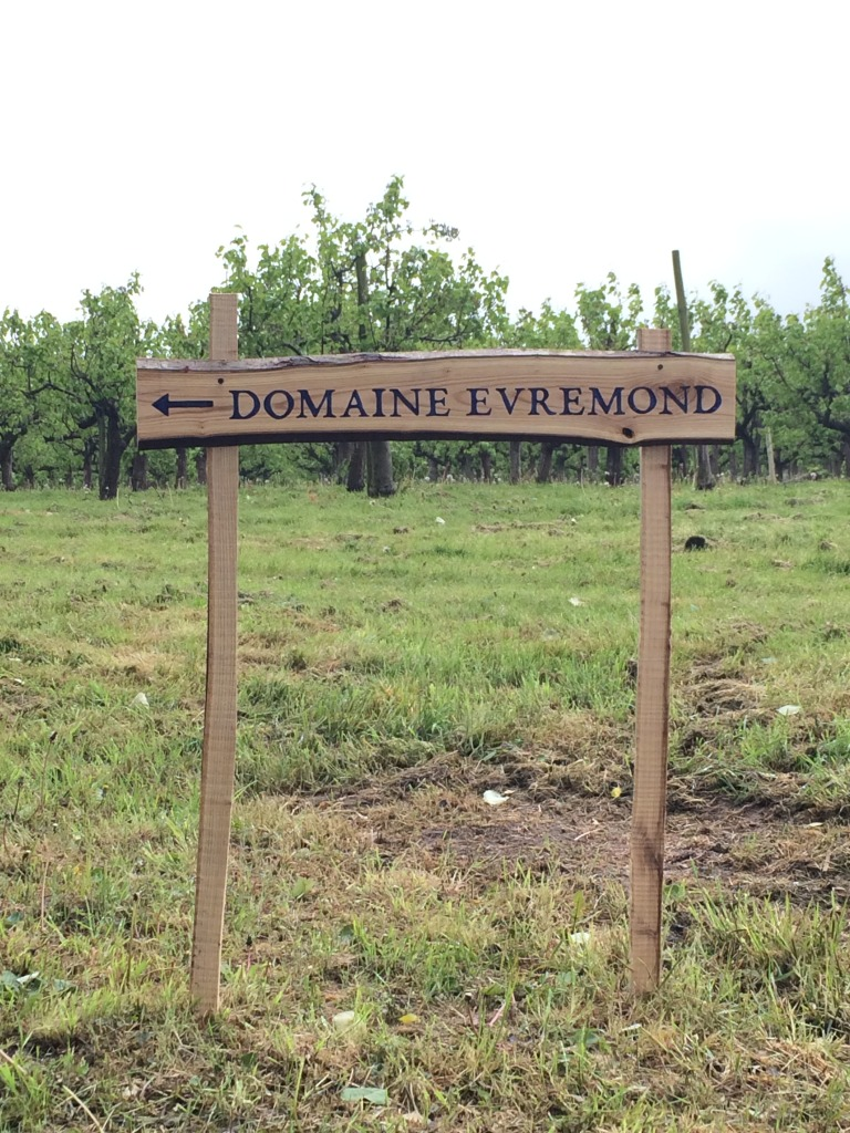 Digging Evremond sign. jpg